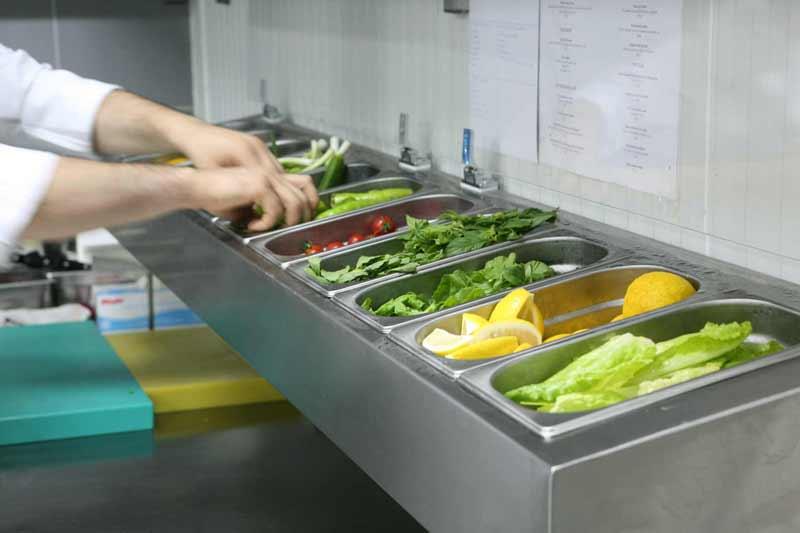 Örnek Bir otel mutfak projesinde Salata Hazırlık Alanı